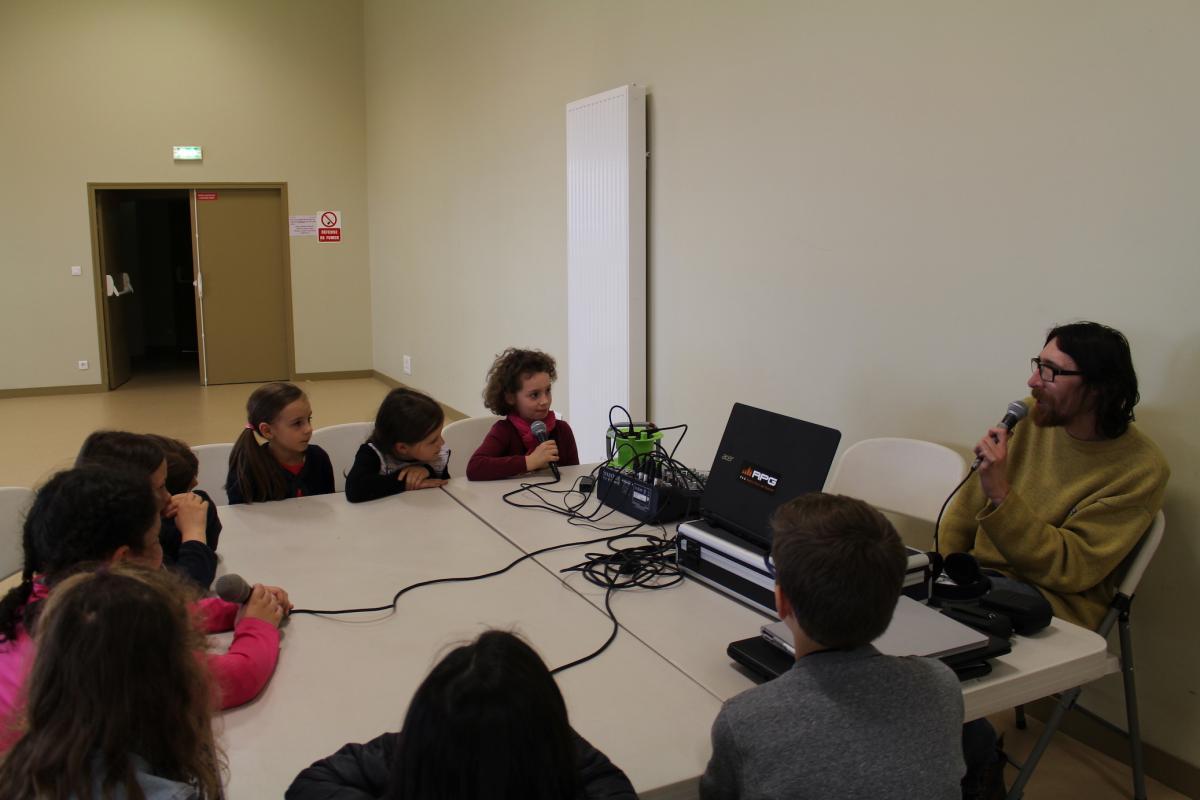 les élèves de l'école Paul Langevin sur R.P.G.